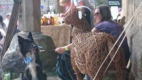 dog-and-sheep-widecombe-fair